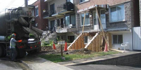 Reconstruction d'un balcon et des marches en béton à Montréal