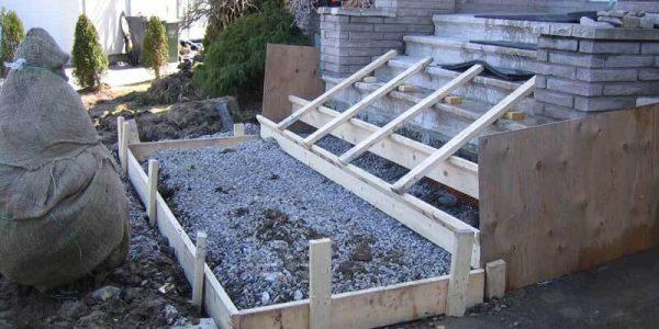 Construction de marches en béton résidentiel
